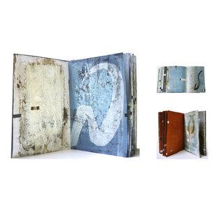Livre Hébreu III, Livre Hébreu IV et Livre Hébreu I - Gravure sur plexiglas, caborundum, collage sur papier teint et peint à l'huile, 2001. Edition unique.