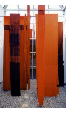 Installation textile - centre d'arts plastiques Albert Chanot, Clamart.