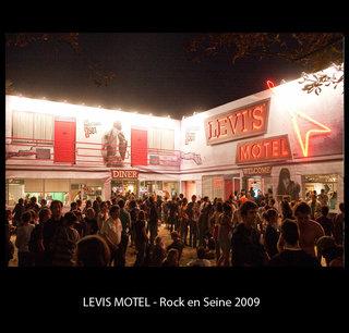 """Installation """"Levis Motel"""""""