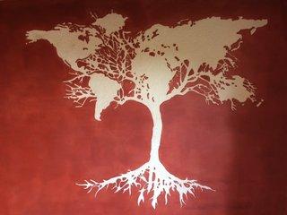sgraffito arbre soutenant le monde