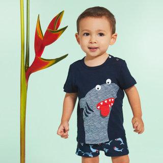 tee-shirt-a-motif-requin.jpg