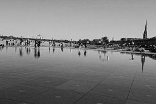 miroir d'eau et Pont de pierre