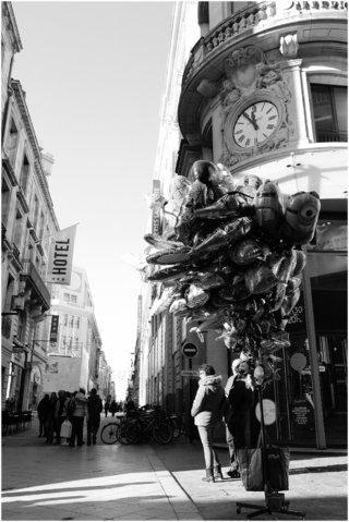 Vendeur de ballons rue sainte Catherine