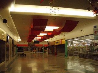 CENTRE COMMERCIAL 600 m² à animer