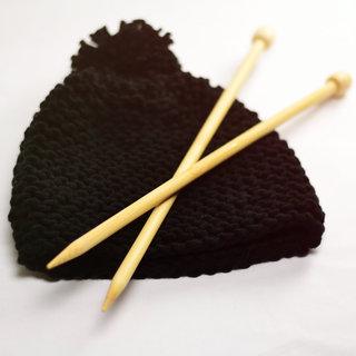 Modèle de bonnet à tricoter avec pompon